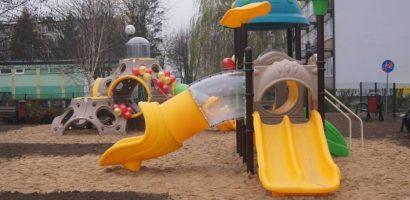 Doposażenie  placu  zabaw i siłowni zewnętrzna w Stefie fitness