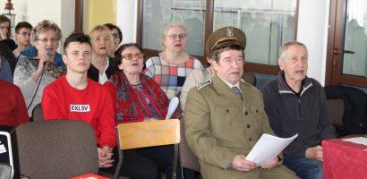 Śpiewanie łączy pokolenia – Patriotyczne Karaoke w Janowie Lubelskim