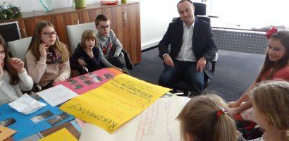 Dzieci pouczają, burmistrz słucha
