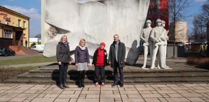 Wyspacerowana renowacja pomnika